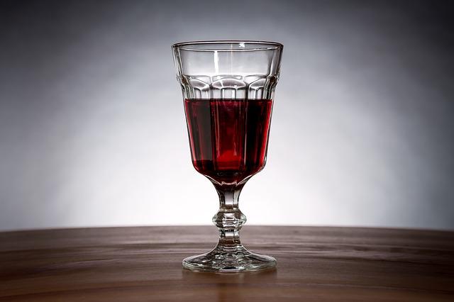 wine-2160516_640
