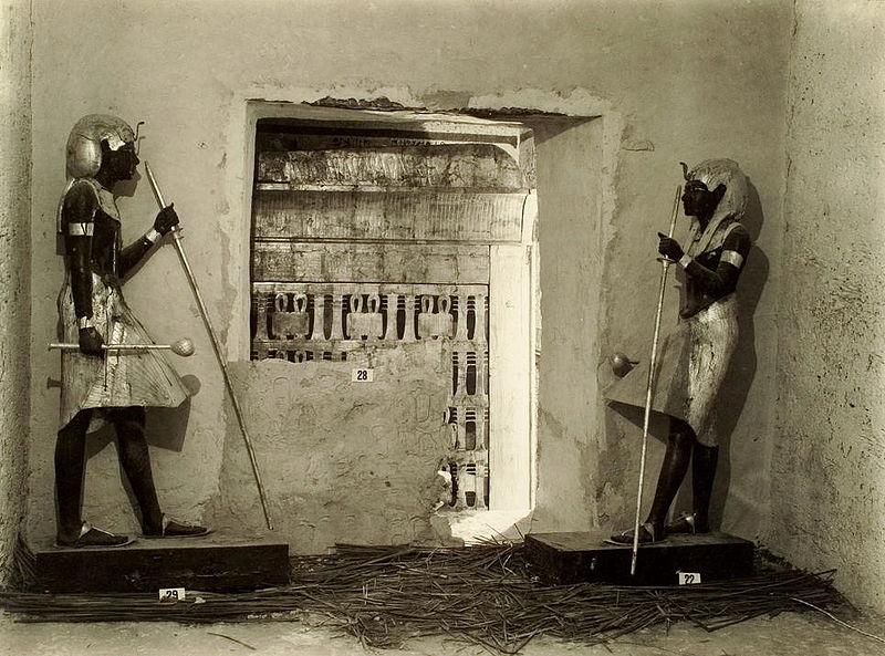 Tutankhamun_tomb_photographs_4_292
